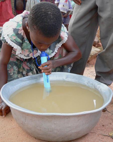 携帯型浄水器lifestraw