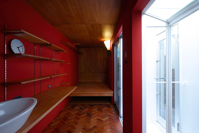 東京都、根津の狭小住宅「大きなすきまのある生活」10