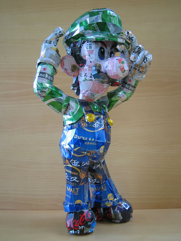 luigi-made-from-aluminum-cans-japanese-artist-makaon