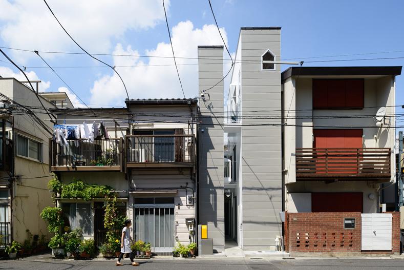 東京都、根津の狭小住宅「大きなすきまのある生活」1