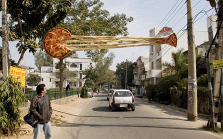 世界に溢れるピザ屋の広告10