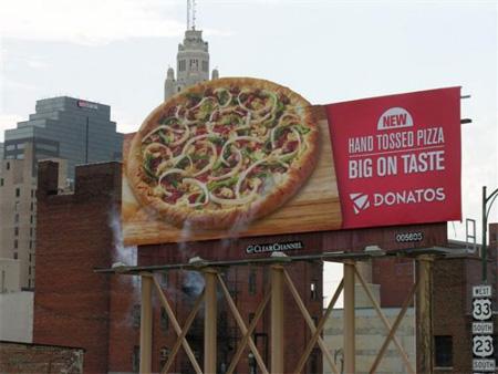 世界に溢れるピザ屋の広告1