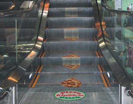 世界に溢れるピザ屋の広告4