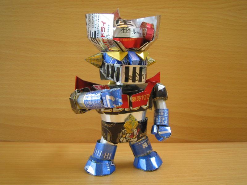 robot-sculpture-made-from-aluminum-cans-japanese-artist-makaon