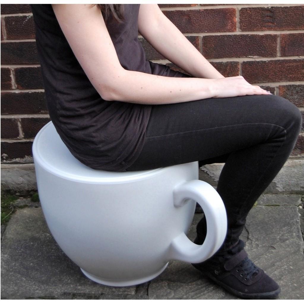 めちゃくちゃ大きなコーヒーカップスツール