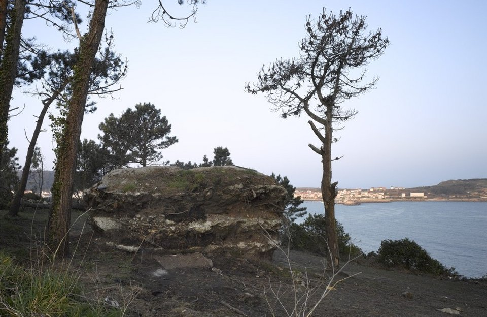 土の中から発掘されたトリュフのようにつくられた、原始人が住んでいそうな住宅17