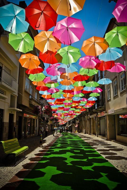 おとぎ話のような風景。ポルトガルアゲダのパラソル2
