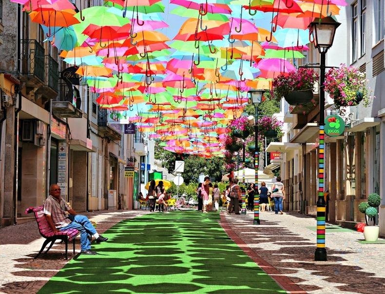 おとぎ話のような風景。ポルトガルアゲダのパラソル1