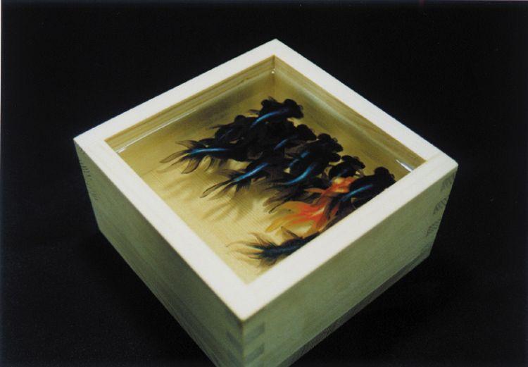 金魚酒「出目金」Kingyosake DEMEKIN : 2003 五合枡、透明樹脂137×137×75mm