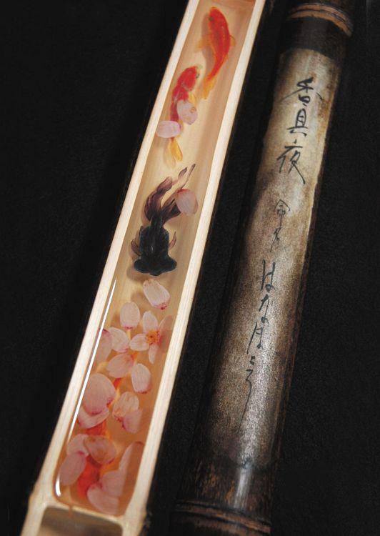 香具夜Kaguya:2004~ 黒竹、難黄変透明樹脂(2008より)、和紙、墨