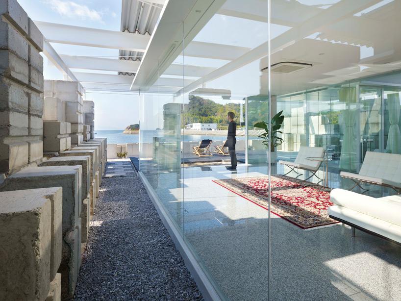 全面ガラス張りの家。潜水士のためのグラス・ハウス21