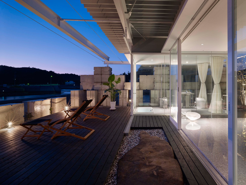 全面ガラス張りの家。潜水士のためのグラス・ハウス27