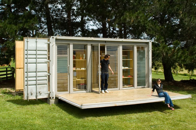 port-a-bach shipping container retreat3