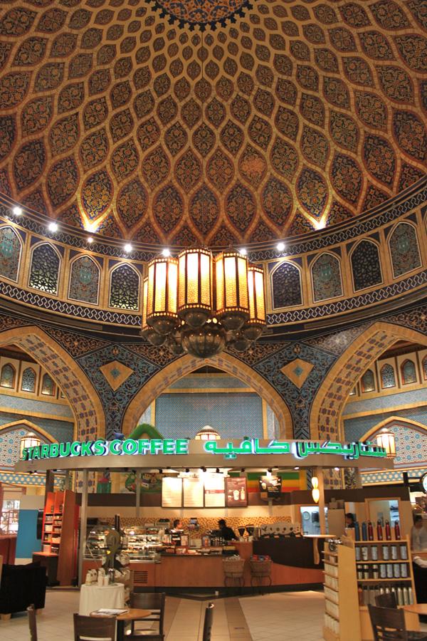イブン・バトゥータ・モール(Ibn Battuta Mall)内の世界一美しいスターバックス