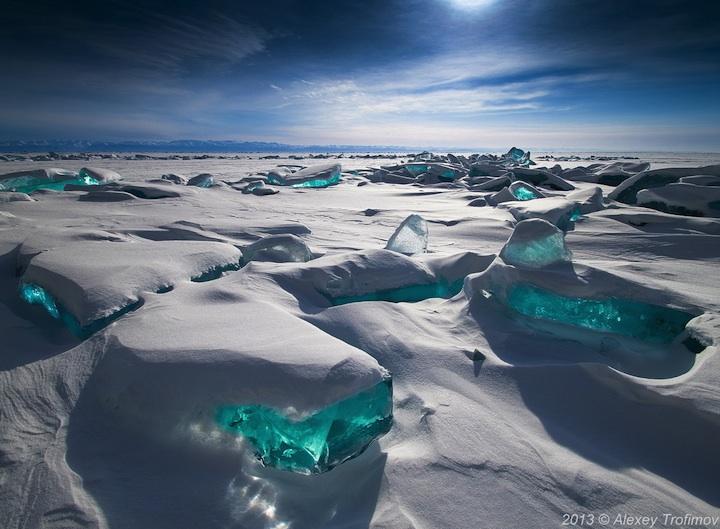 ロシアにある冬のバイカル湖