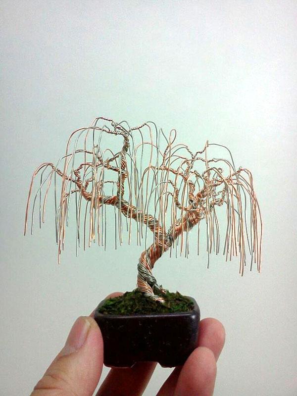 ワイヤーで出来たミニチュア盆栽4