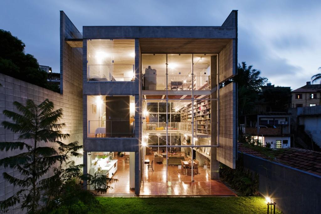 7500冊もの蔵書が壁に設置されている図書館のような邸宅。Bookcase Wall House
