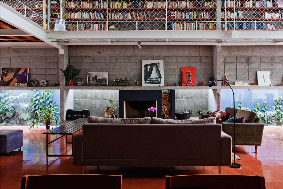 7500冊もの蔵書が壁に設置されている図書館のような邸宅。Bookcase Wall House 5