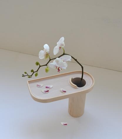 花びらの受け皿がある花瓶3