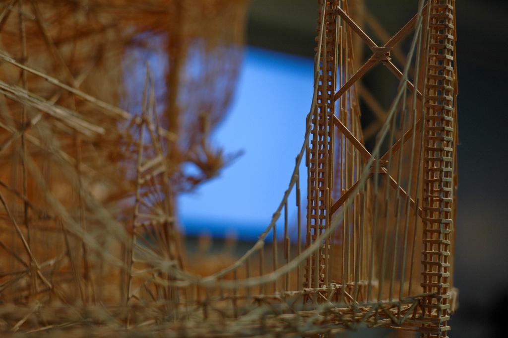 100,000本もの爪楊枝を使ってつくりあげた爪楊枝の要塞「Rolling Through the Bay」15