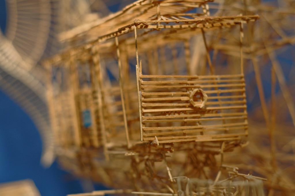 100,000本もの爪楊枝を使ってつくりあげた爪楊枝の要塞「Rolling Through the Bay」23