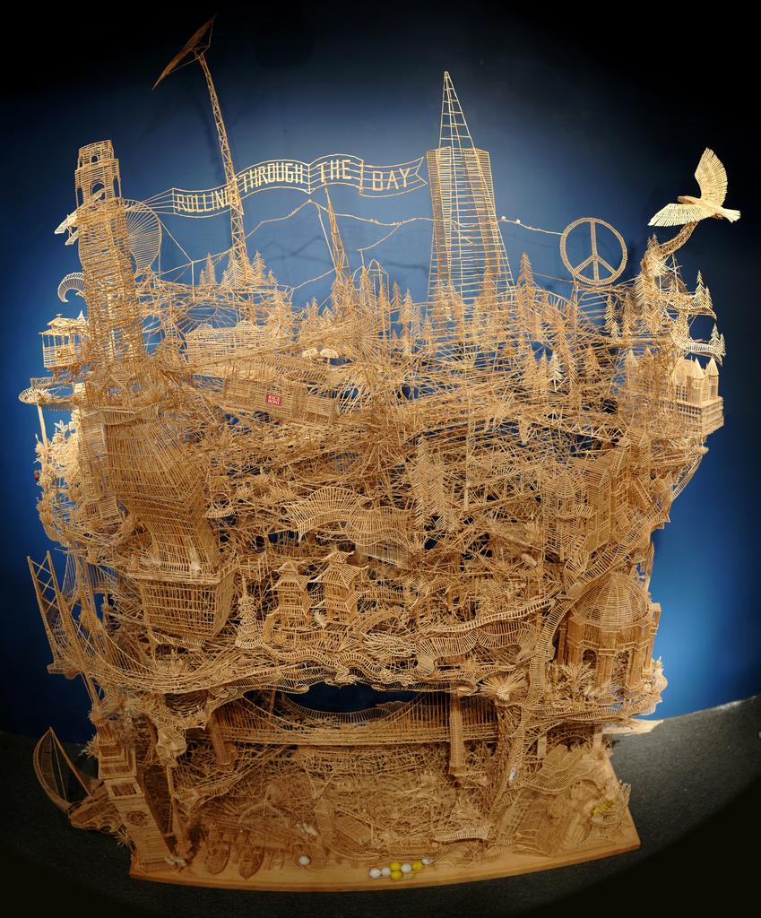 100,000本もの爪楊枝を使ってつくりあげた爪楊枝の要塞「Rolling Through the Bay」28