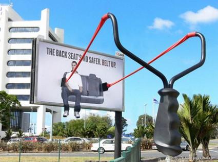 おもわず立ち止まってしまうクリエイティブな広告11