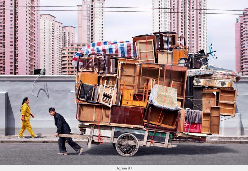 2009年から2010年に撮られた中国上海の出稼ぎ労働者の目を見張るほど素晴らしい光景。4