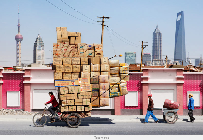 2009年から2010年に撮られた中国上海の出稼ぎ労働者の目を見張るほど素晴らしい光景。7