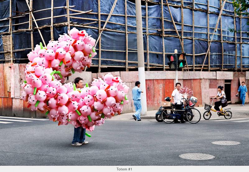 2009年から2010年に撮られた中国上海の出稼ぎ労働者の目を見張るほど素晴らしい光景。10