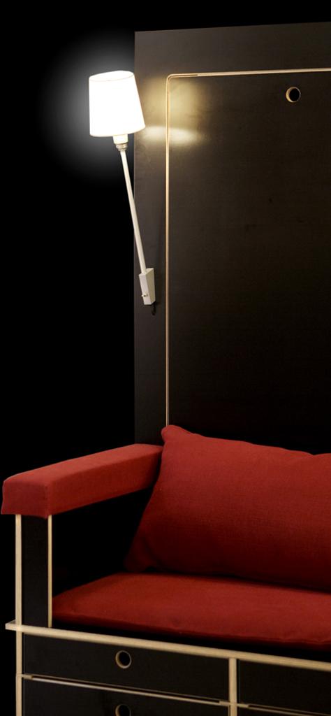 読書好きにはたまらない本棚と机とソファーが一体化になったソファー「Lese+Lebe」1