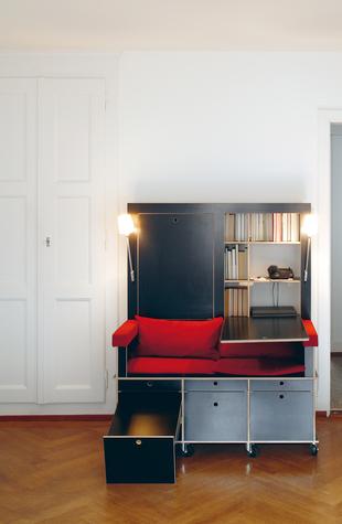 読書好きにはたまらない本棚と机とソファーが一体化になったソファー「Lese+Lebe」3