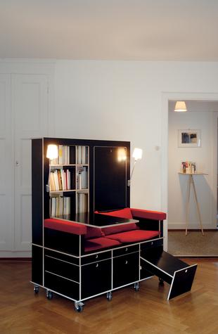 読書好きにはたまらない本棚と机とソファーが一体化になったソファー「Lese+Lebe」4
