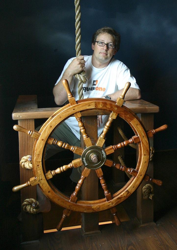 まさかこれは飛空艇?気分は海賊。目指せワンピース!部屋の中に空飛ぶ海賊船がある家。15