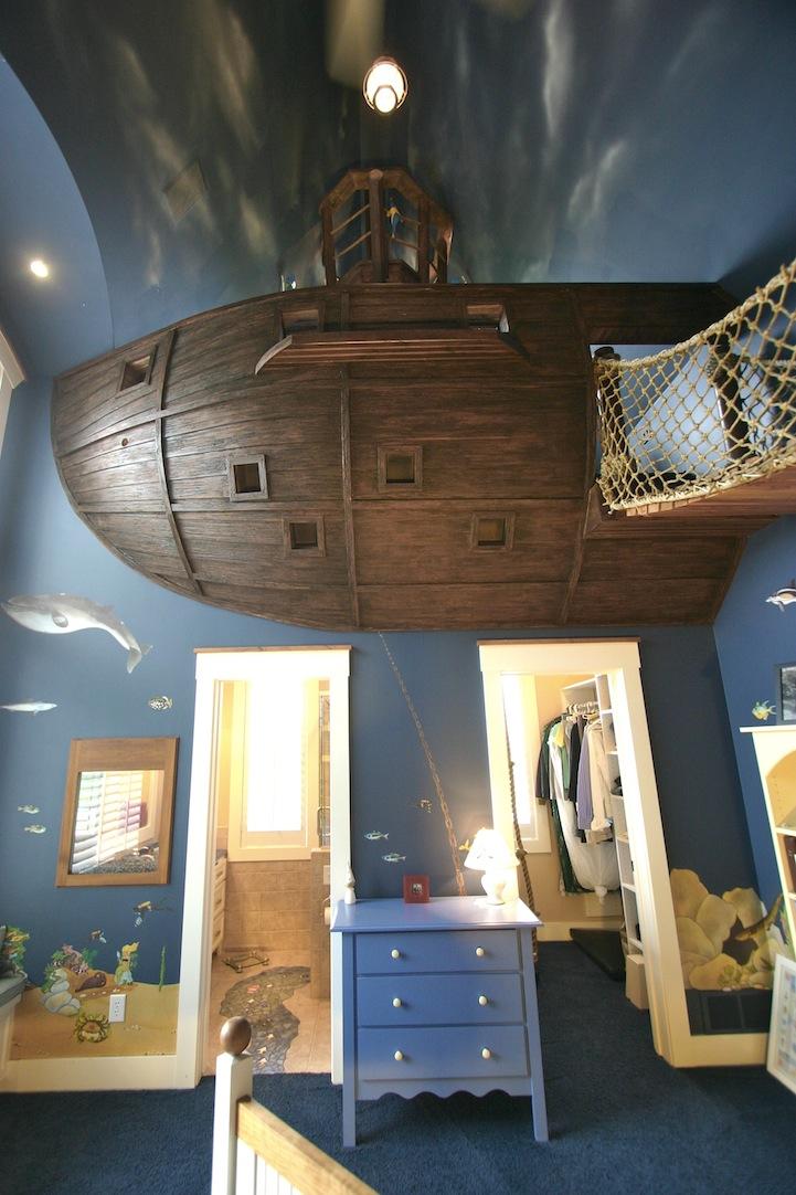 まさかこれは飛空艇?気分は海賊。目指せワンピース!部屋の中に空飛ぶ海賊船がある家。3