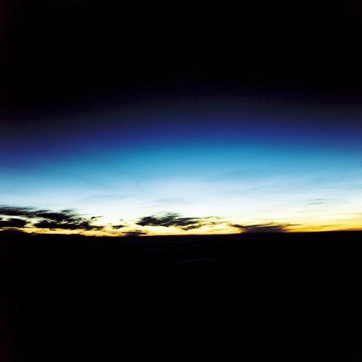 山内悠が標高3000メートルの富士山の山小屋で600日間滞在し撮り続けた息を飲むほど美しい夜明けの写真「夜明け-DAWN-」11