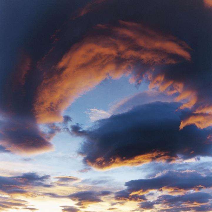 山内悠が標高3000メートルの富士山の山小屋で600日間滞在し撮り続けた息を飲むほど美しい夜明けの写真「夜明け-DAWN-」13