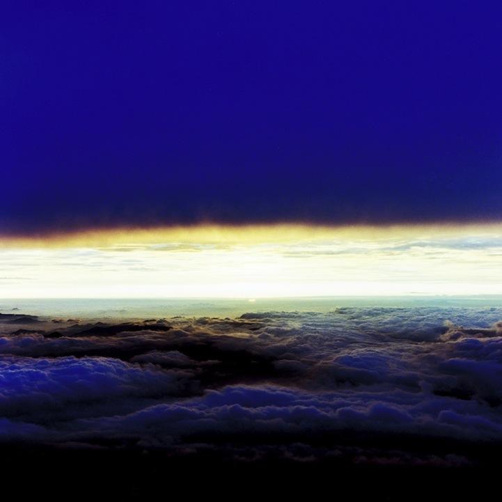 山内悠が標高3000メートルの富士山の山小屋で600日間滞在し撮り続けた息を飲むほど美しい夜明けの写真「夜明け-DAWN-」5