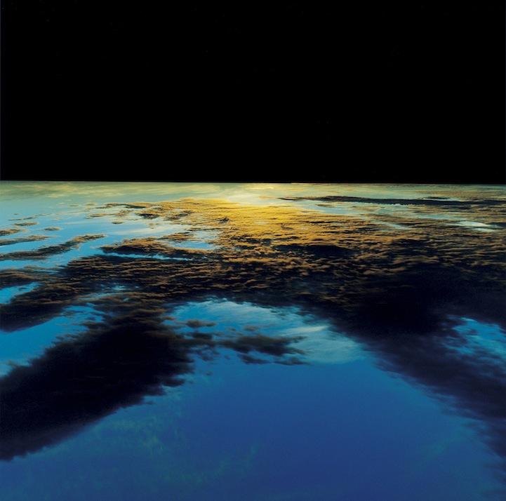 山内悠が標高3000メートルの富士山の山小屋で600日間滞在し撮り続けた息を飲むほど美しい夜明けの写真「夜明け-DAWN-」6
