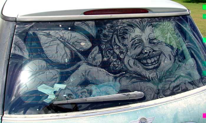 汚れた車に絵を描いた作品「Dirty Car Art」2