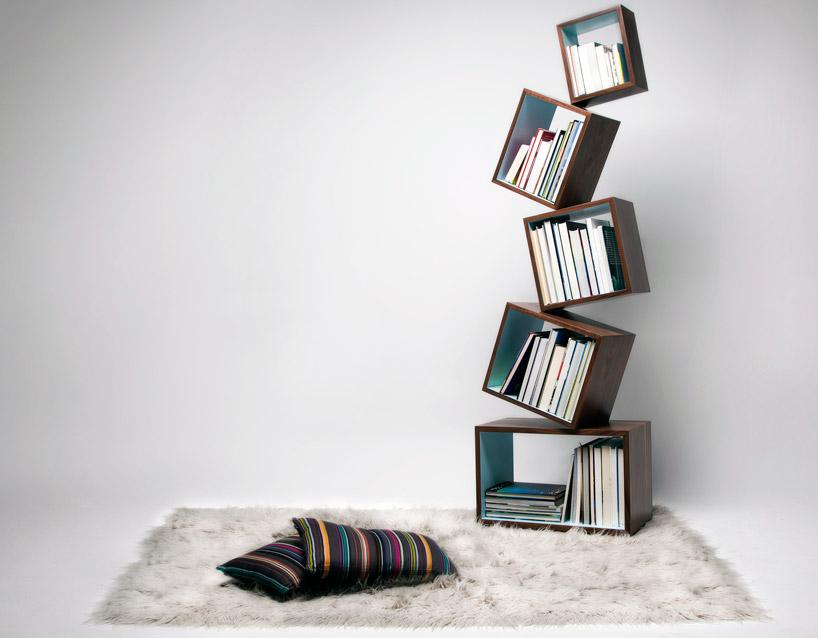 見事なバランスを保った本棚equilibrium bookcase