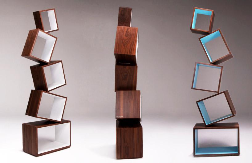 見事なバランスを保った本棚equilibrium bookcase2