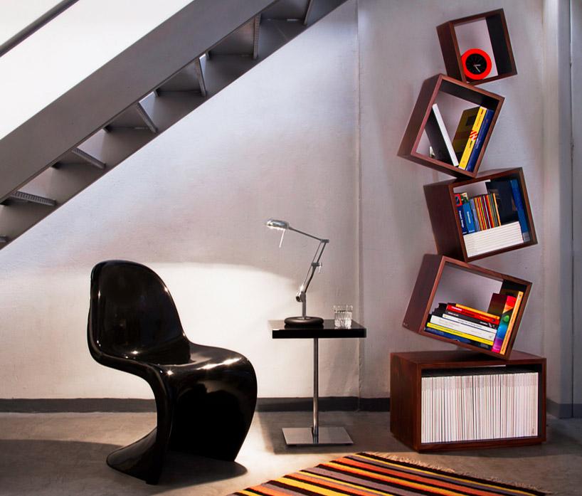 見事なバランスを保った本棚equilibrium bookcase4