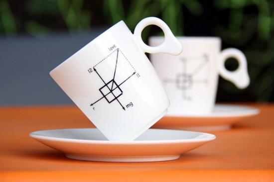 重力にさからい、傾いたまま倒れない不思議なマグカップ「Zero Gravity Mug」1