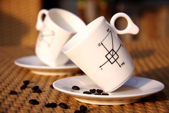 重力にさからい、傾いたまま倒れない不思議なマグカップ「Zero Gravity Mug」2