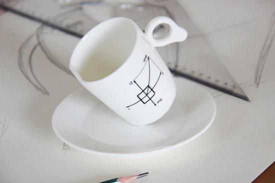重力にさからい、傾いたまま倒れない不思議なマグカップ「Zero Gravity Mug」3