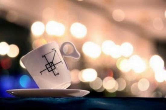重力にさからい、傾いたまま倒れない不思議なマグカップ「Zero Gravity Mug」4