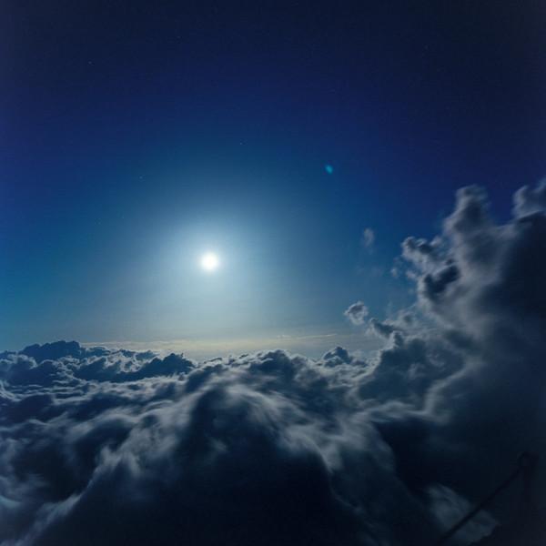 山内悠が標高3000メートルの富士山の山小屋で600日間滞在し撮り続けた息を飲むほど美しい夜明けの写真「夜明け-DAWN-」16
