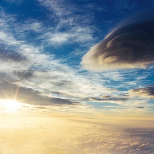 山内悠が標高3000メートルの富士山の山小屋で600日間滞在し撮り続けた息を飲むほど美しい夜明けの写真「夜明け-DAWN-」27