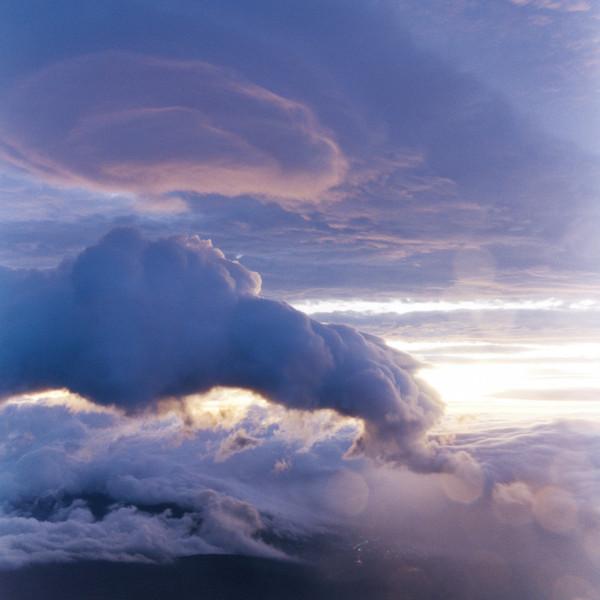山内悠が標高3000メートルの富士山の山小屋で600日間滞在し撮り続けた息を飲むほど美しい夜明けの写真「夜明け-DAWN-」28